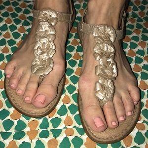 Born -boc -gold sandals sz. 8
